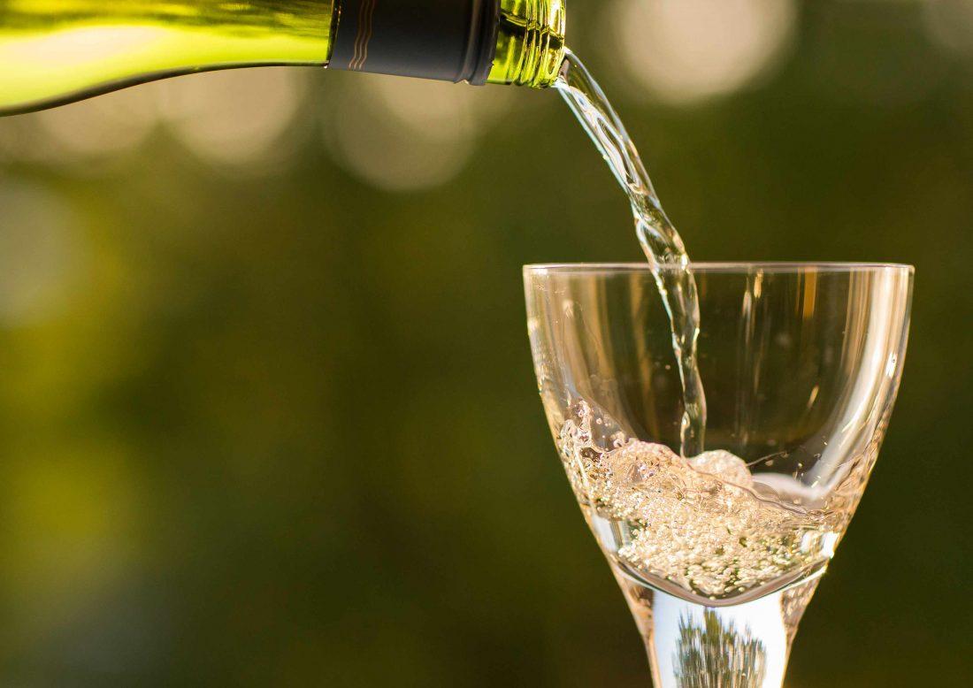 Vino blanco a base de mosto blanco