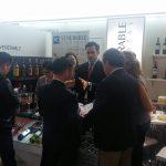 explicando los vinos de venerable capital en una feria internacional