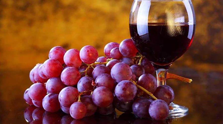 vino tinto corazón uva
